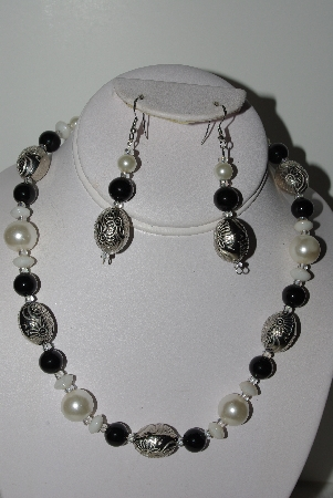 "MBAHB #009-085  ""One Of A Kind Black & White Bead Necklace & Earring Set"""