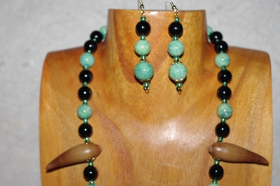 "MBAAC #02-9811  ""Valley Acorn Beads, Black & Green Bead Necklace & Earring Set"""