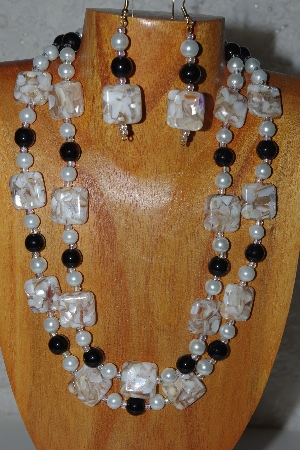 "MBADS #04-891  ""Tan, Black & White Bead Necklace & Earring Set"""