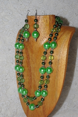 "MBAHB #033-0006  ""Green Shell Pearl & Mixed Bead Necklace & Earring Set"""