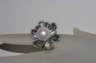 "**MBAMG #S99-0091  ""Fancy Freshwater Shell Pearl Stretch Ring"""