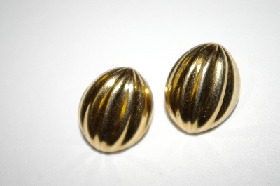 **MBA #25-359  Vintage Gold Tone Pierced Earrings