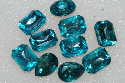 "+MBA #S25-181   ""Vintage Lot Of 10 Aqua Blue Large Faceted Glass Rhinestones"""